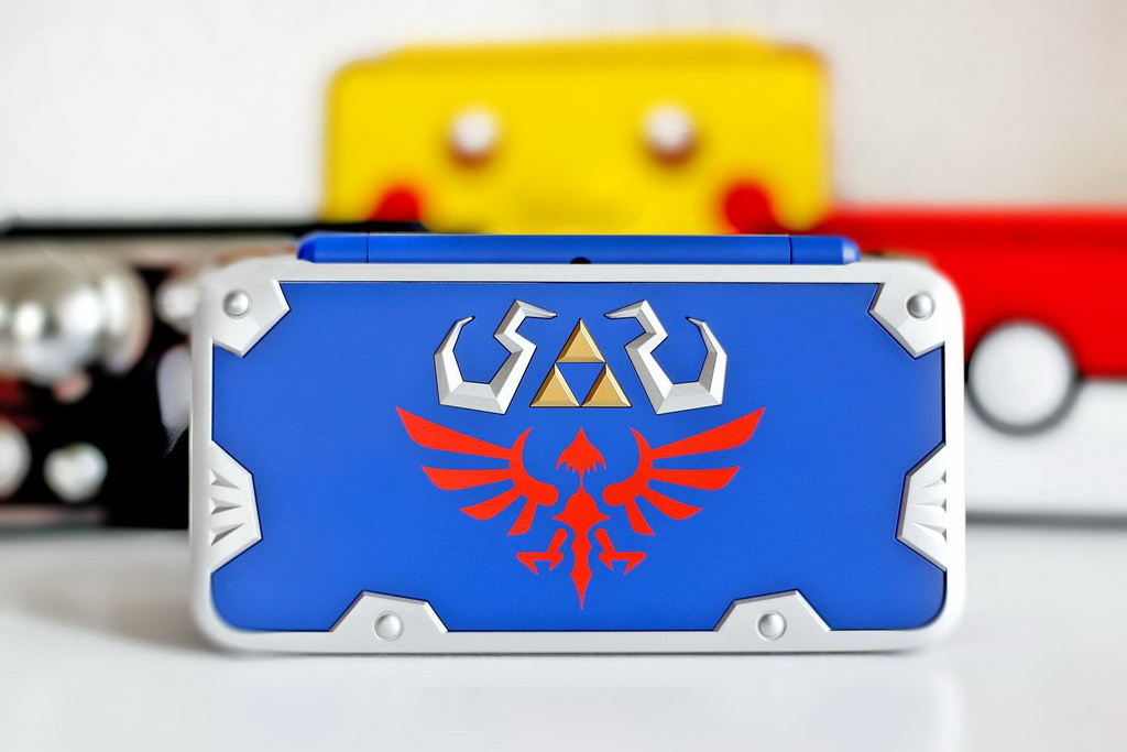 NintendoWire-New2DSXL-Zelda-LinkBetweenWorlds-HylianShield-Group-Standing.jpg