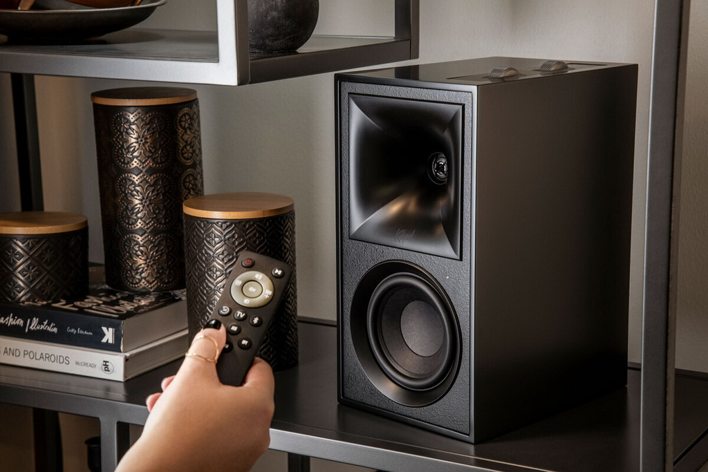 klipsch-the-fives-lifestyle2-100858126-large.jpg