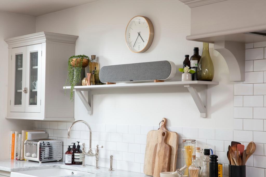 KATCH-ONE-Mountain-White-Kitchen-shelf-angle.jpg