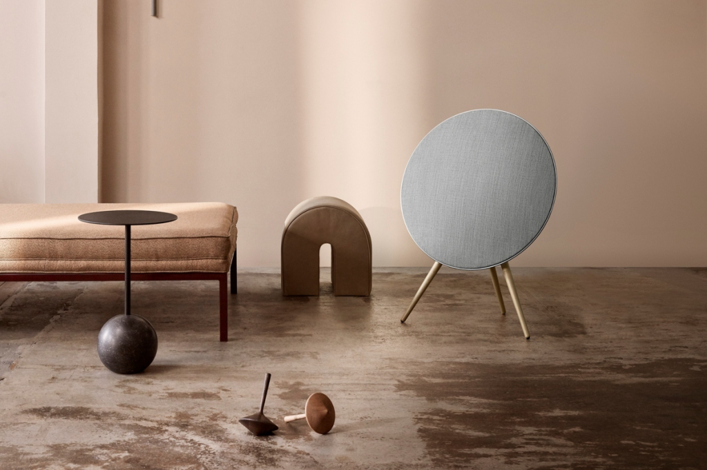 Bang & Olufsen BeoPlay A9 lifestyle 1.jpg