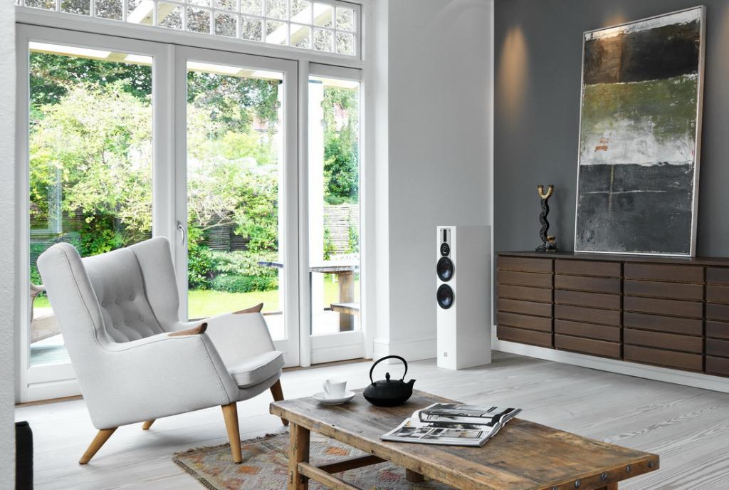 RUBICON-6-white-interior-living-room.jpg
