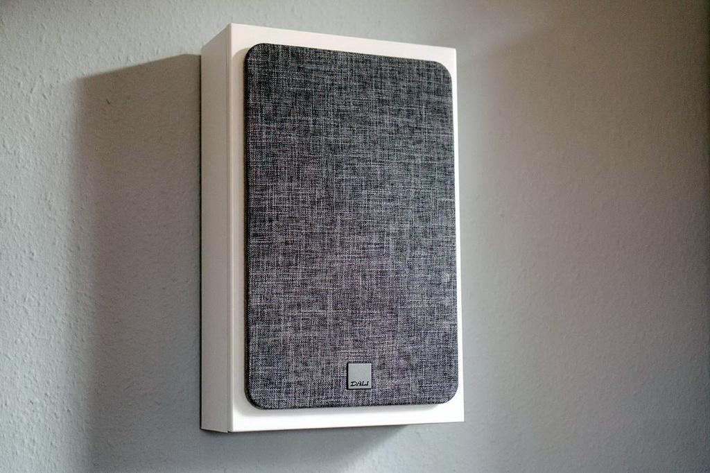 01-Dali-Oberon-On-Wall-Test.jpg