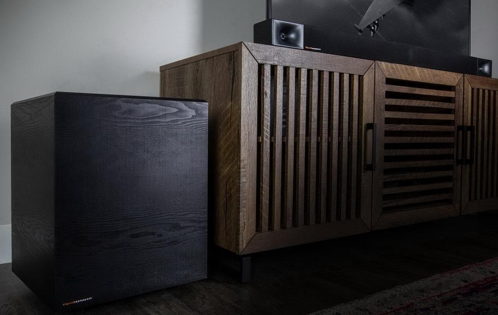 Klipsch-Cinema-600-with-wireless-subwoofer-on-an-entertainment-center-desktop.jpg