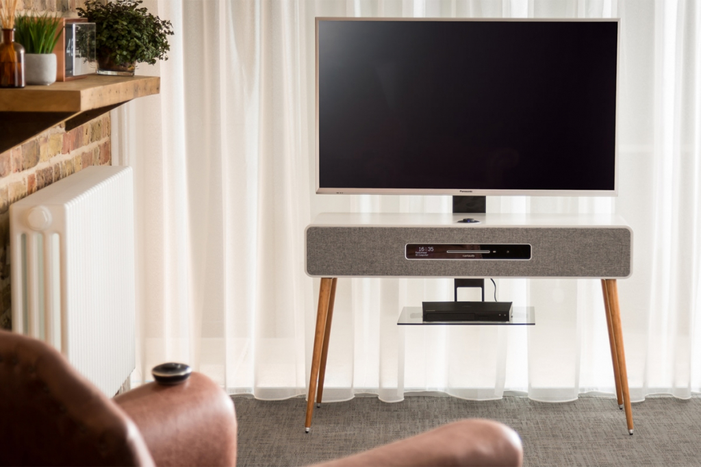 Ruark-Audio-R7-Mk3-walnut 3.jpg
