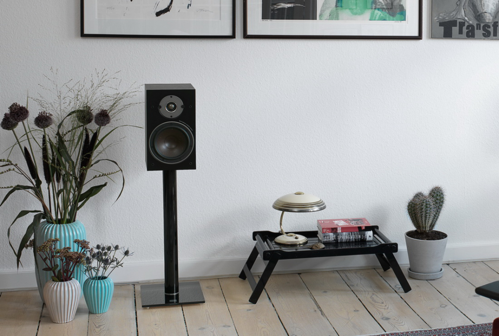 OBERON-3-Black-stereo.jpg